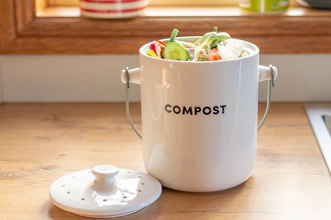 Learn How To Make A Compost Bin